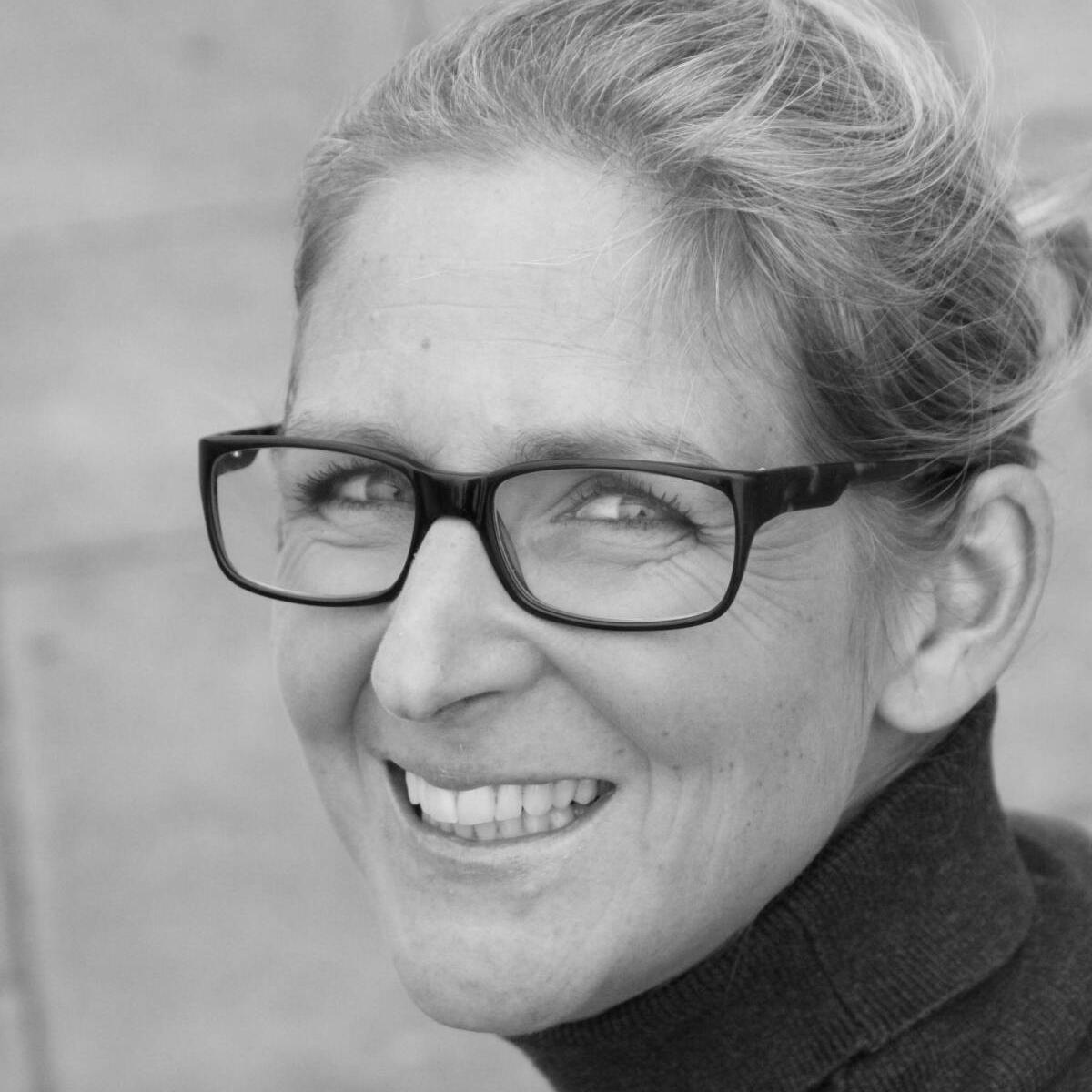 Esther van der Veen <br> Logopedist, SI therapeut <br>en teamleider